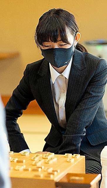 塚田恵梨花女流初段=15日、東京都渋谷区、日本将棋連盟提供