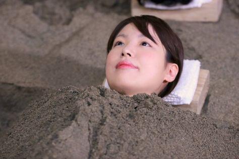 指宿名物・砂蒸し温泉に入りました(提供:日本将棋連盟)