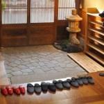 Porquê os japoneses tiram os sapatos antes de entrar em casa?