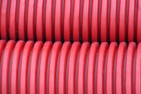 Tubo rojo corrugado