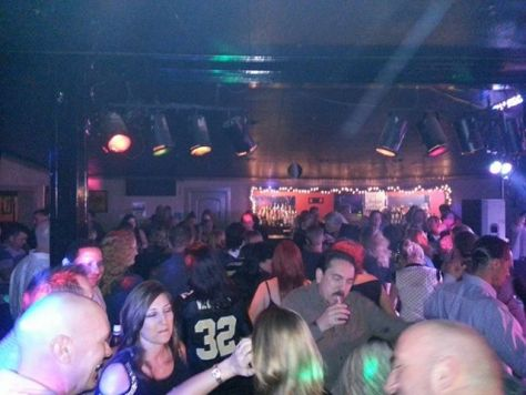 ~ yet another party crowd on yet another Saturday night at Legends Encore, 2708 North Hullen, Metairie ~
