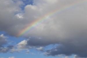Foto, Wolken mit Regenbogen