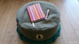 FOTO Sitzkissen mit Tagebuch und Stift