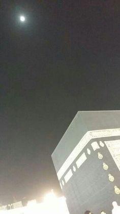 Bulan Thawaf Mengelilingi Ka'bah? Benarkah?