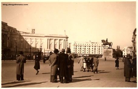 Piata Palatului cu statuia lui Carol I in fundal