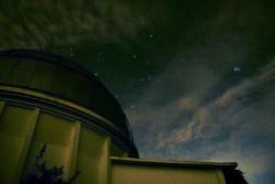 Pleiades atau Bintang Tujuh diatas kubah teropong Zeiss Observatorium Bosscha. © Alfan Nasrulloh