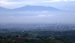 Kota Bandung dilihat dari Kawasan Bandung Utara. Jaga bersama Kawasan Bandung Utara dari kerusakan lingkungan demi kota Bandung yang lebih asri. © Alfan Nasrulloh