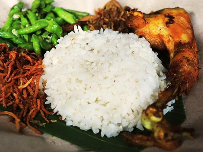 길리 트라왕안 야시장 인드네시아 전통음식 나시짬뿌르