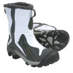 Insulated boots to prevent Acrocyanosis