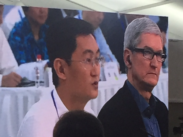 Tim Cook and Ma HuaTeng at the Global Entrepreneurial Leader's Forum