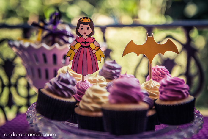 Batgirl Guest Dessert Feature for Girls