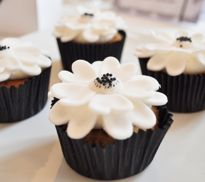 Elegant Black & White Dessert Table cupcakes