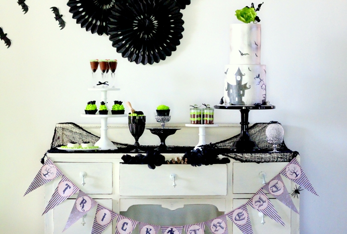 Halloween-dessert-table