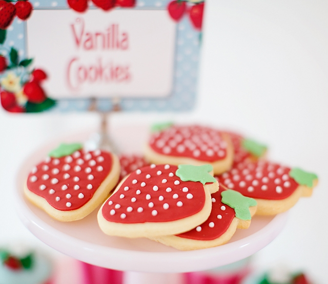 strawberry-cookies-detail