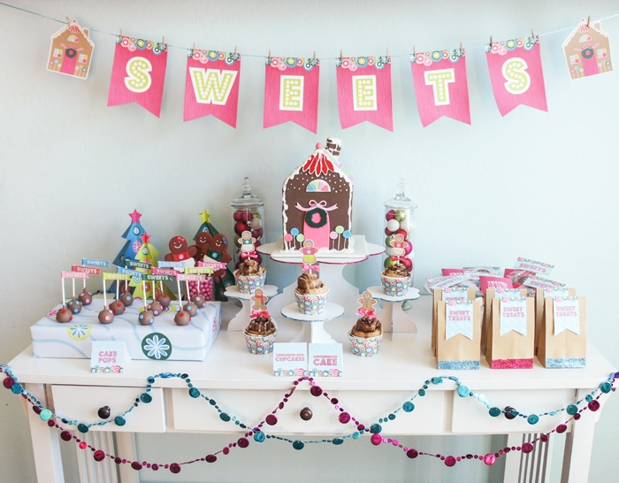 Gingerbread-House-Party-Sweets-Table