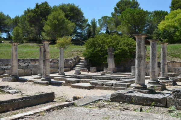The House of the Antae, a Hellenistic-style residence with rooms laid out around a courtyard with a pool, Glanum © Carole Raddato