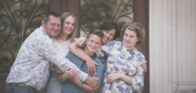familiefotograaf familiefoto spontane gezinsfoto retrofotografie ieper poelkapelle west-vlaanderen ann-elise lietaert -1