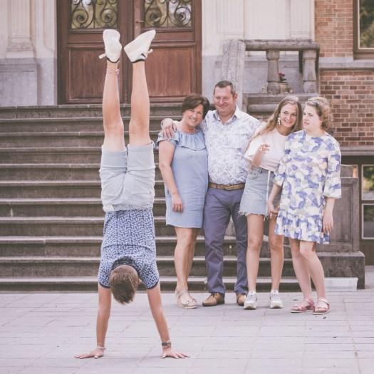 familiefotograaf familiefoto spontane gezinsfoto retrofotografie ieper poelkapelle west-vlaanderen ann-elise lietaert -3