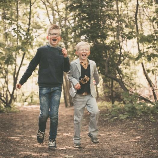 ann-elise lietaert kinderfotografie kidsfotografie spontaan spontane romantisch groen communie communiefoto communiereportage lentefeest foto 14