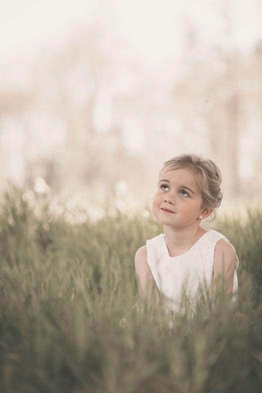 ann-elise lietaert kinderfotografie kidsfotografie spontaan spontane romantisch groen communie communiefoto communiereportage lentefeest foto 16