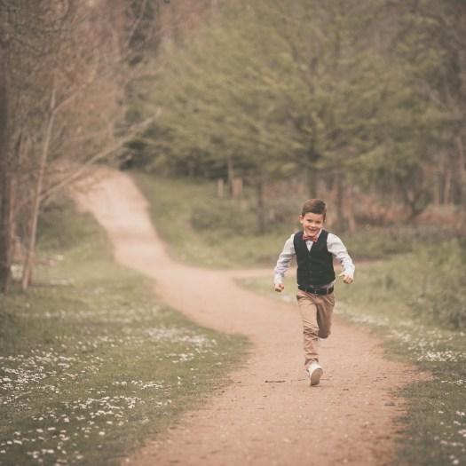 ann-elise lietaert kinderfotografie kidsfotografie spontaan spontane romantisch groen communie communiefoto communiereportage lentefeest foto 6