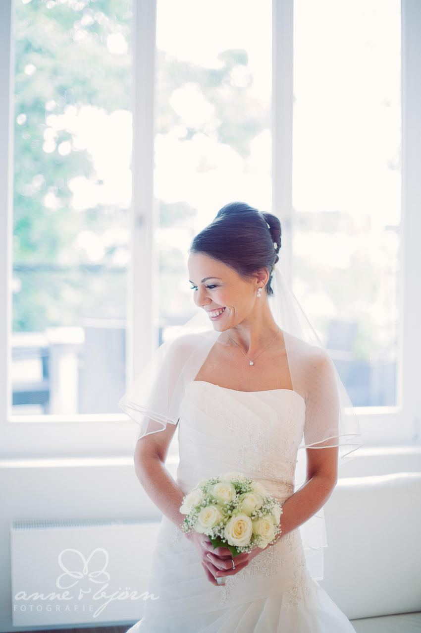 0028 mul aub 22655 bearbeitet - Melina & Lars - Hochzeit im Kieler Jachtclub