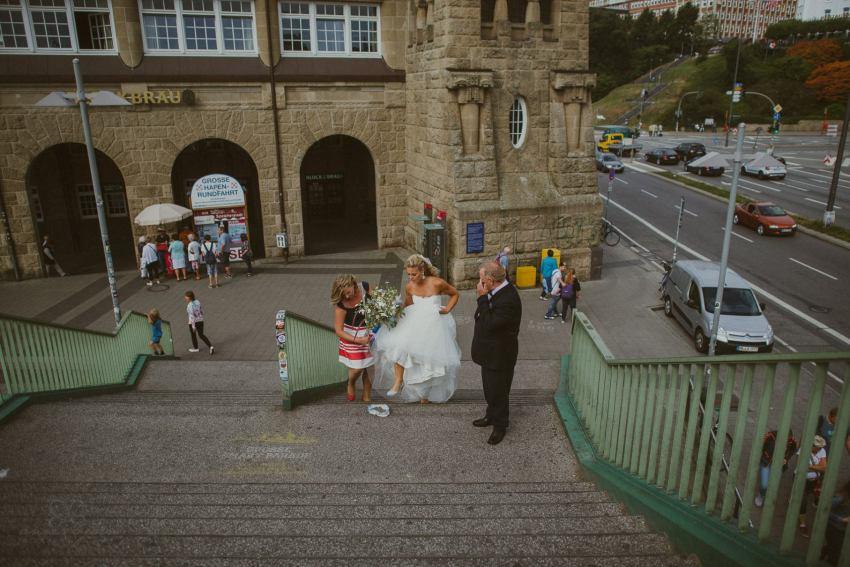 0023 dany sebastian hh d75 9191 - Bunte Hochzeit auf der Elbe - Daniela & Sebastian