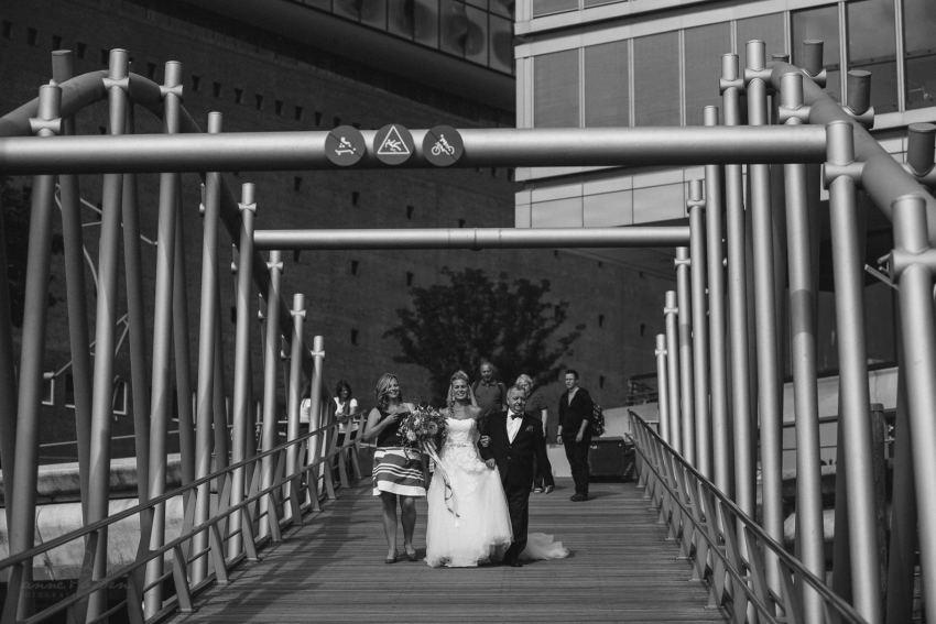 0028 dany sebastian hh d75 9403 - Bunte Hochzeit auf der Elbe - Daniela & Sebastian