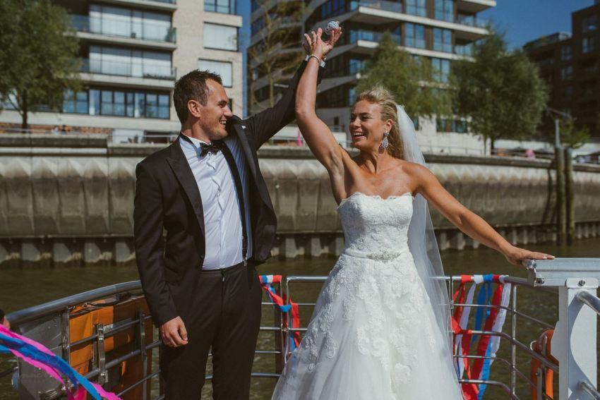 0038 dany sebastian hh d76 3749 - Bunte Hochzeit auf der Elbe - Daniela & Sebastian