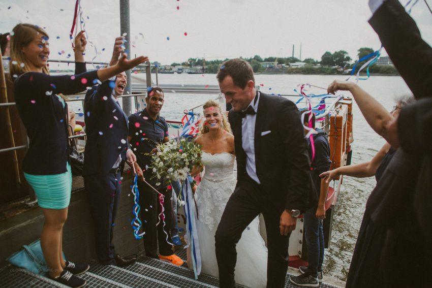 0045 dany sebastian hh d75 9861 - Bunte Hochzeit auf der Elbe - Daniela & Sebastian