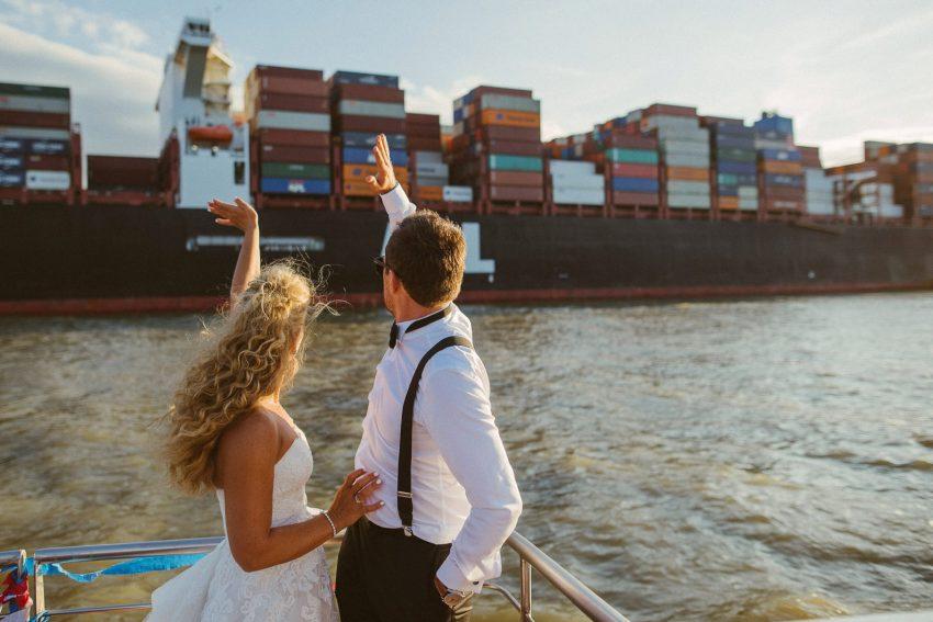 0100 dany sebastian hh d76 5616 - Bunte Hochzeit auf der Elbe - Daniela & Sebastian