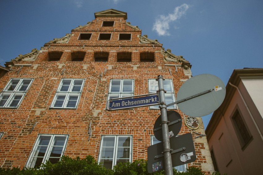 0029 annaundolli d75 4680 1 - alternative Gartenhochzeit in Lüneburg - Anna & Oliver
