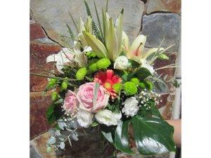 Ramo de Lilium Oriental Blanco y Flores