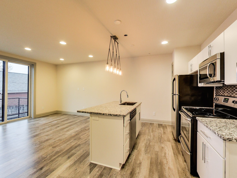 11-40-west-one-bedroom-with-balcony-columbus-ohio