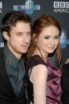 ArthurDarvill y Karen Gillan.