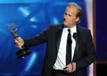 Jeff Daniels gana el premio al mejor actor de drama.