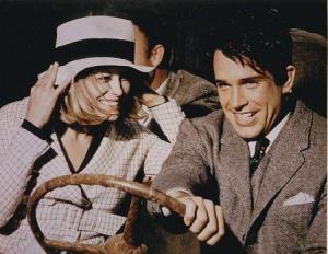 Faye Dunaway y Warren Beatty como Bonnie y Clyde (Fotograma de la película)