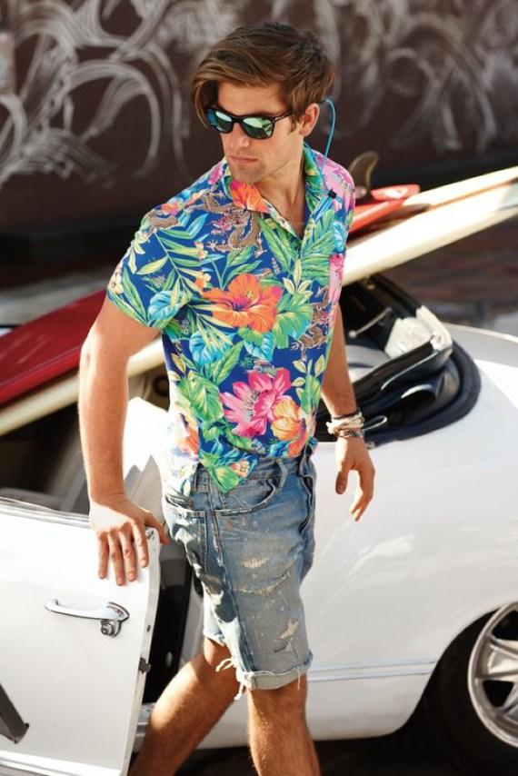 camisa-masculina-resort-estampas-florais-oculos-espelhado-bermuda-jeans