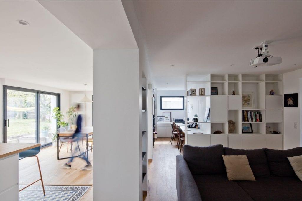 Archibien projet rénovation de maison à Nantes. L'ouverture entre la cuisine/salle à manger et le salon.