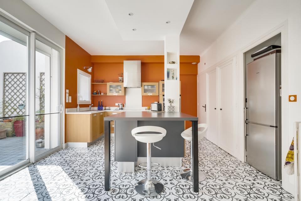 Maison avec jardin - Projet Archibien à La Rochelle - Résultat cuisine lumineuse et bien aménagée