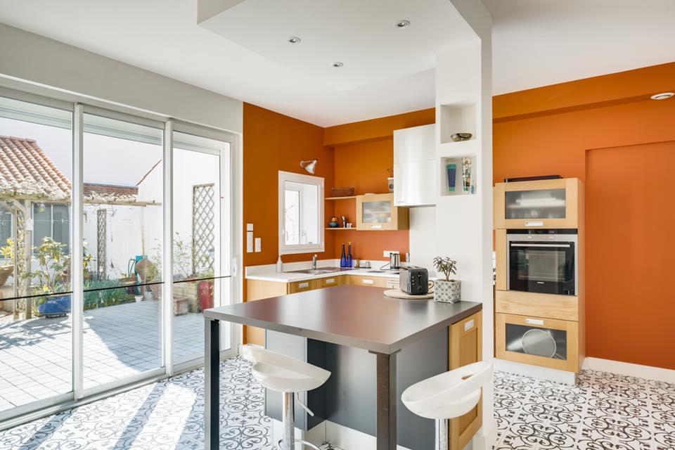 Maison avec jardin - Projet Archibien à La Rochelle - Résultat cuisine avec son îlot central
