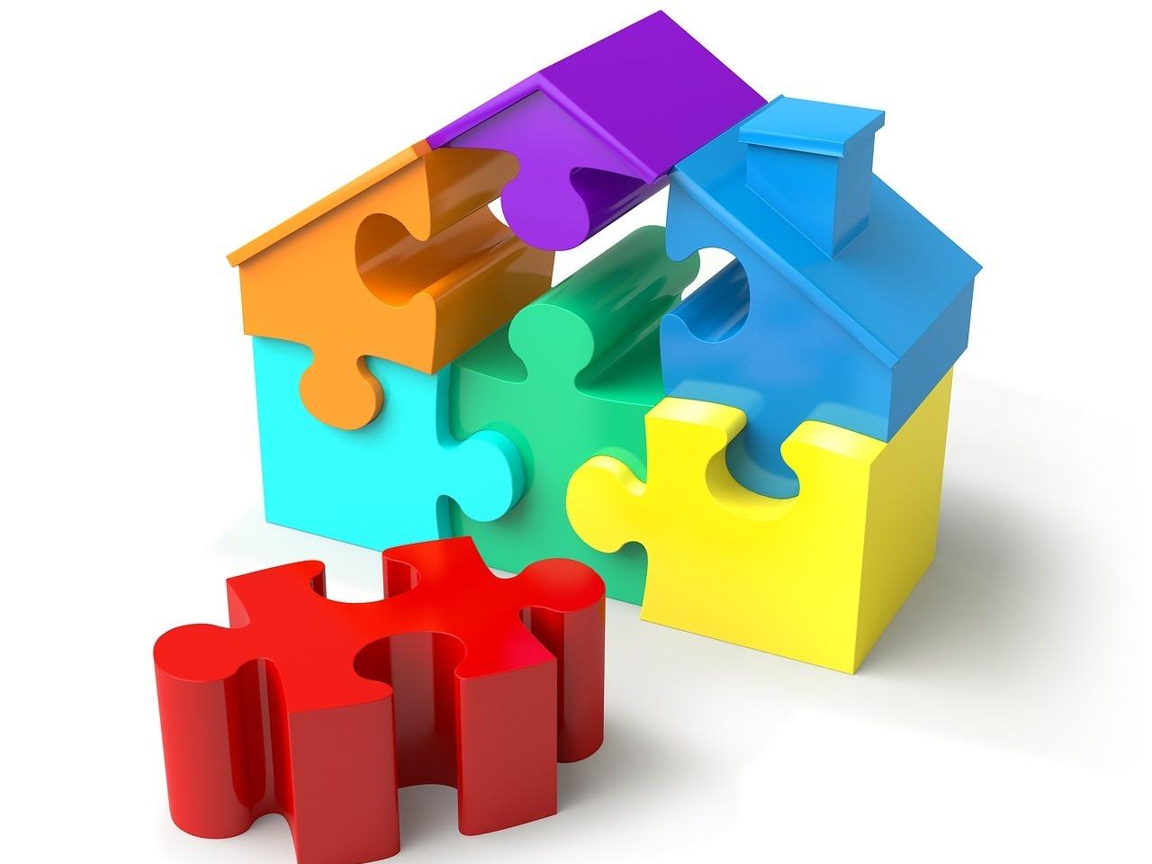 Une maison en puzzle coloré