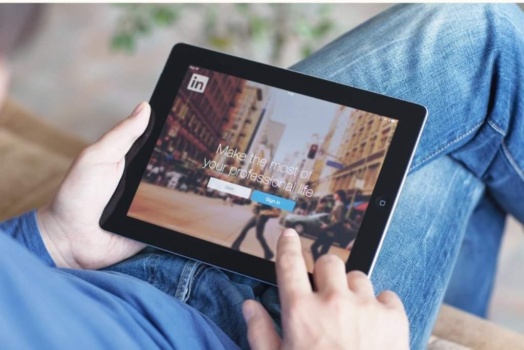 How to Use LinkedIn to Find Your Next Job