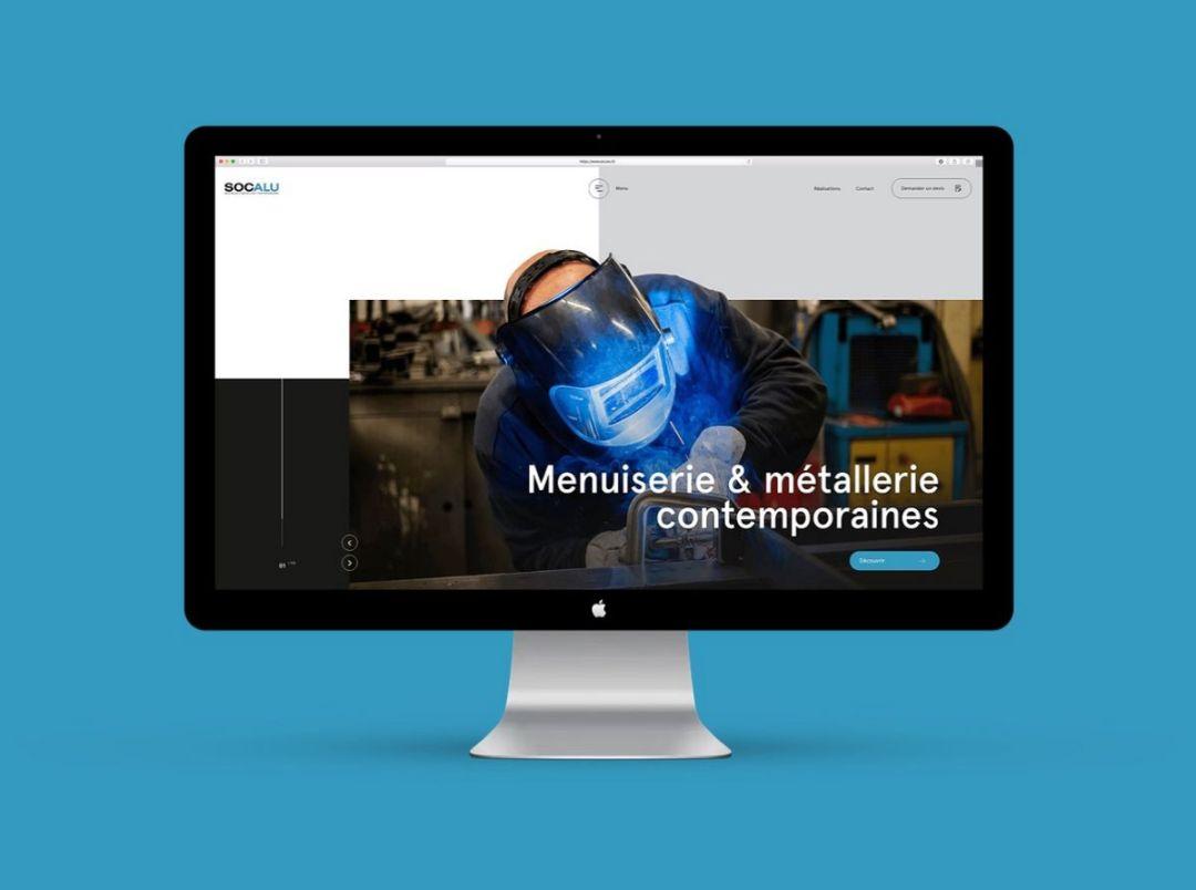 Le terme UX - acronyme de l'anglais User eXperience - ou expérience utilisateur en français, désigne la qualité de l'expérience vécue par un internaute. Ici le site internet des menuiseries Socalu à Mulhouse en Alsace.