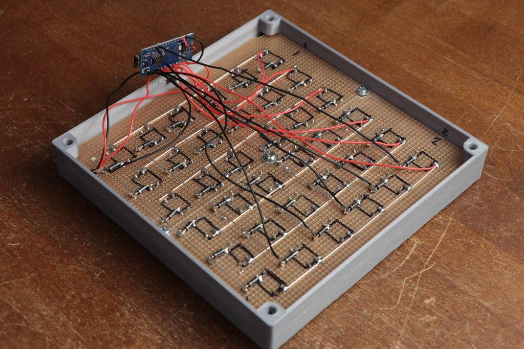 F5N6IIGJS5C5DM4.LARGE - Electrogeek