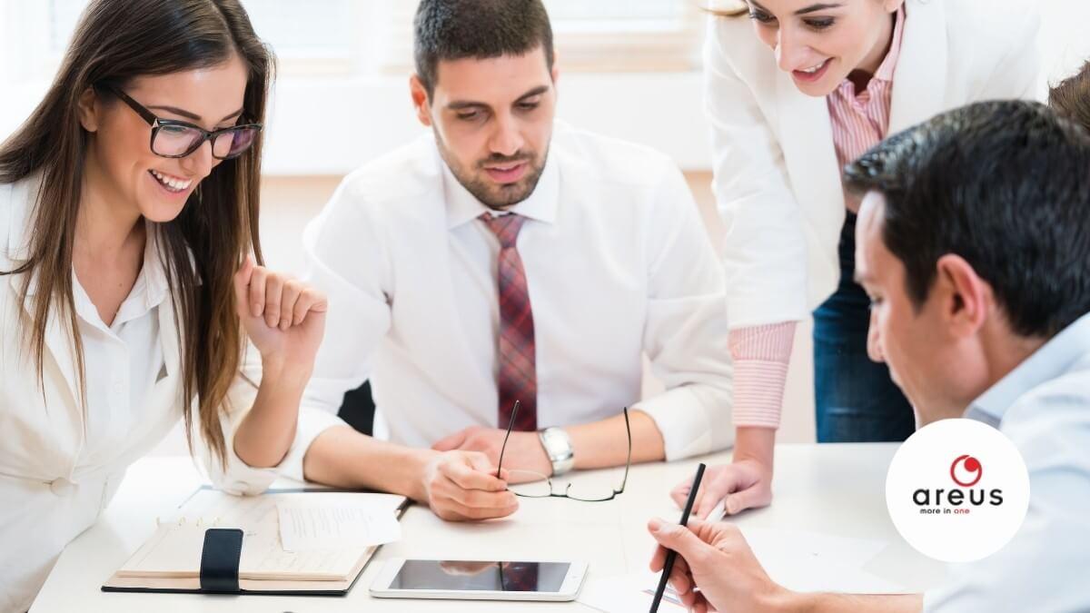 adatstratégiát beszélik meg a munkatársak