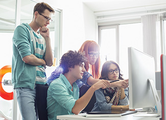Observer la manière dont les équipes collaborent