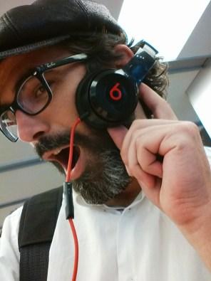 Necesito estos auriculares. Sí.