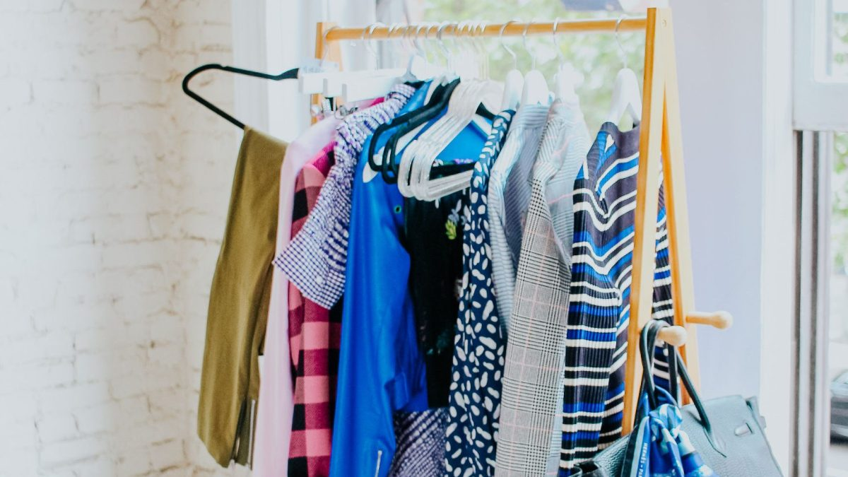How to Build a Fall Capsule Wardrobe & Style with Rented Items