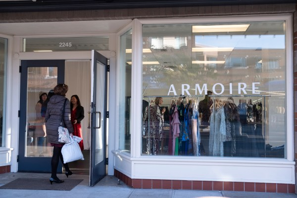 With a curated selection, 1:1 styling appointments and member drop off and pick up, Armoire's Carillon Point boutique offers the best shopping in Kirkland!